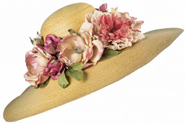 Porcellane e cappelli fioriti