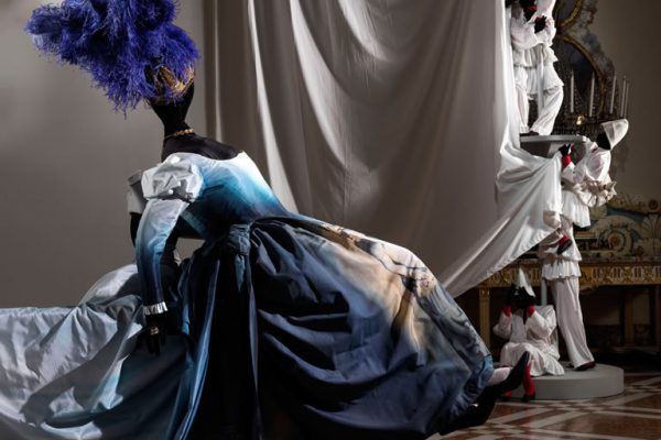A Napoli una favola fantastica si trasforma in elegante esposizione