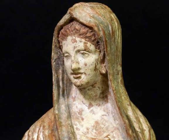 """Il restauro della """"Tanagrina"""" nella collezione della Casa Museo Bruschi di Arezzo"""