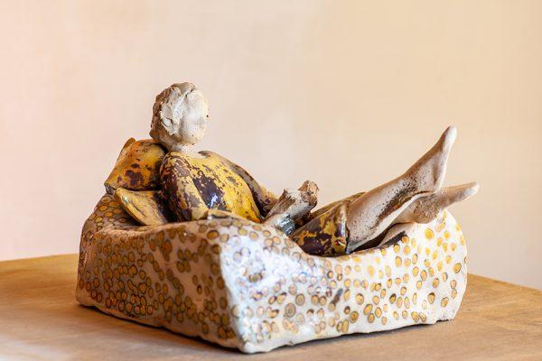Paola Staccioli, ceramiche che uniscono ironia, gioco e abilità tecnica